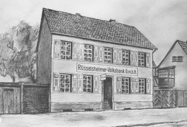 Einige Monate vor Ausbruch des Ersten Weltkrieges erwarb 1914 die Volksbank ihr erstes eigenes Haus in der Mainstraße 3 und verlegte ihre Geschäftsräume dorthin.